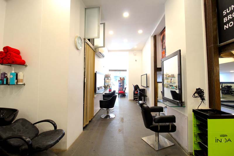 butterfly-pond-sylvia-chen-hair-spa-hair-cut-hair-color-makeup-facials-colaba